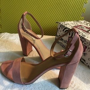 Super cute pink sandals perfect for any date  NWT